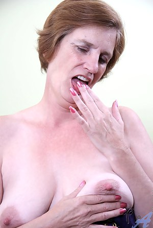 Moms Solo Porn Pictures