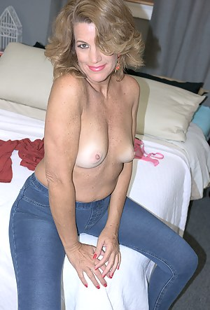 Moms Bedroom Porn Pictures