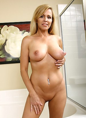 Perfect Tits Moms Porn Pictures