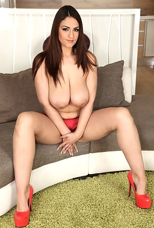 Busty Moms Porn Pictures