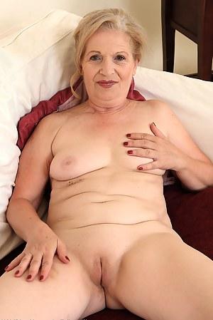 tamil aunty sleeping nude home